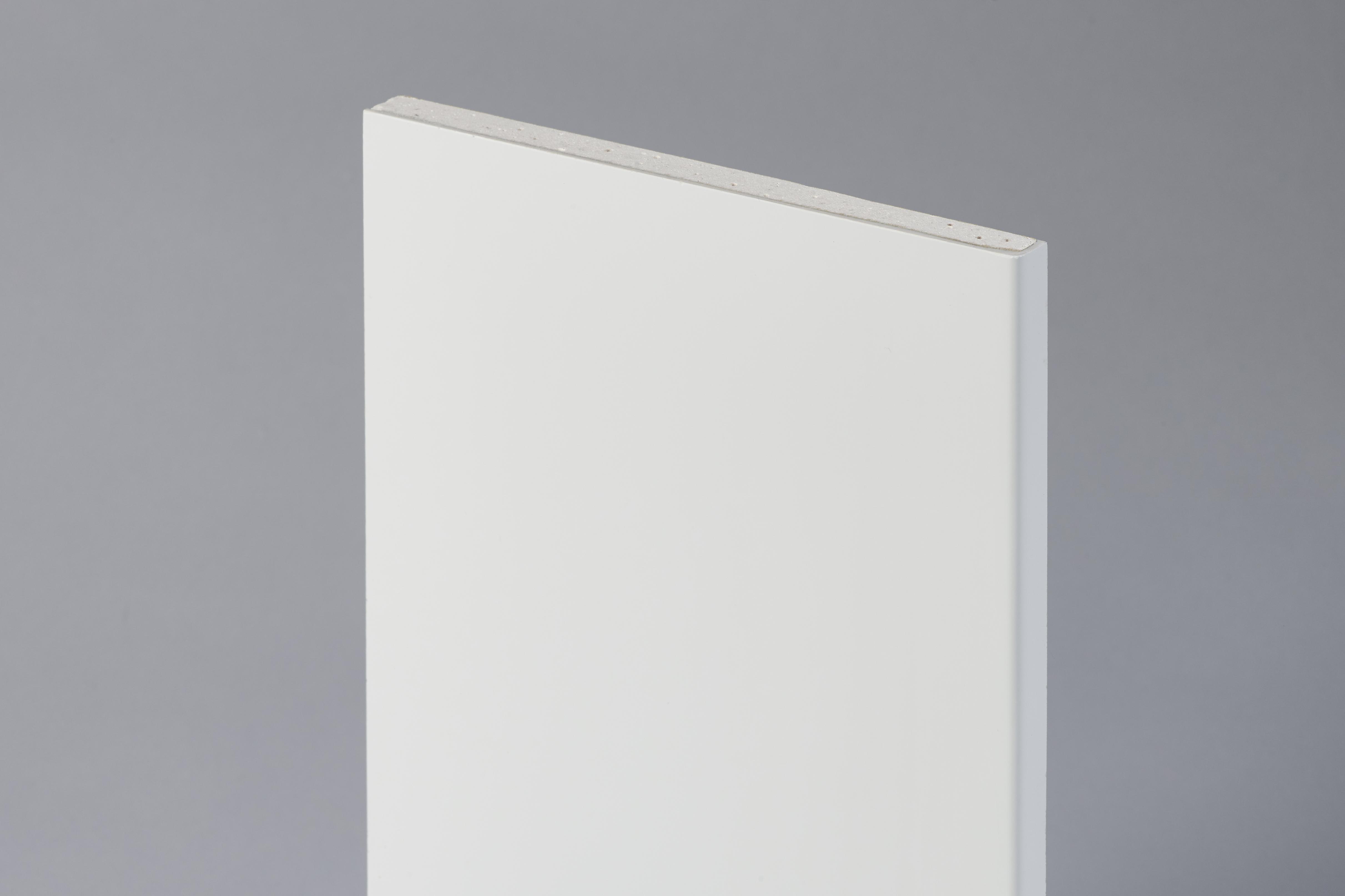 Plaque de plâtre hydro revêtue d'un parement de finition en polyester 15/10 ème